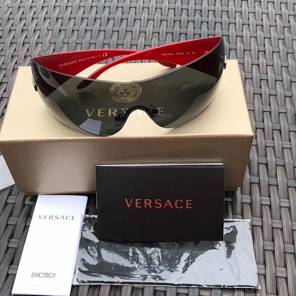 20ab9ad60f4 Brand New Versace sunglasses 😎